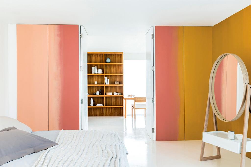 Сочетание теплых тонов в оформлении мебели с эффектом омбре