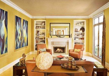 Стена горчичного цвета